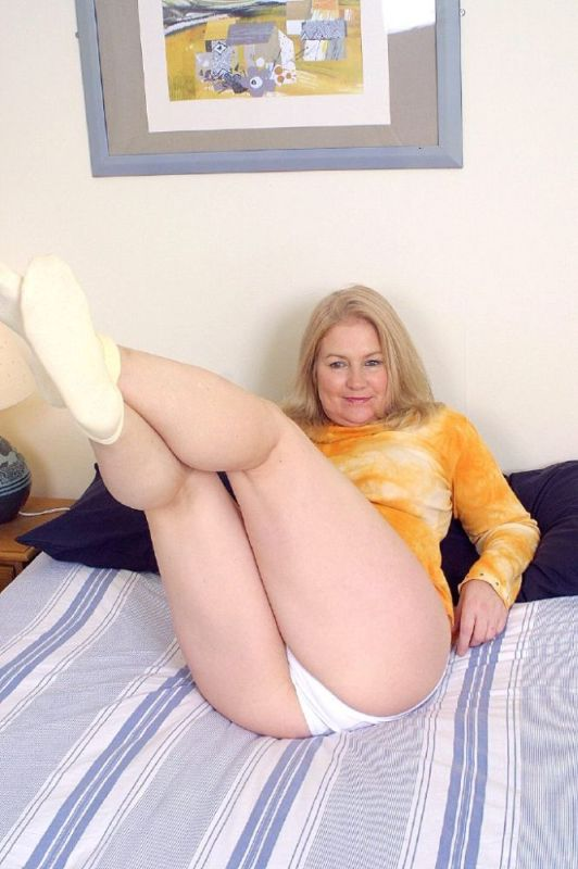 Mature women and grannies. Gallery - 326. Photo - 1