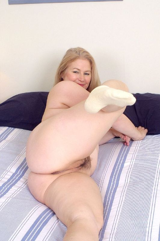 Mature women and grannies. Gallery - 326. Photo - 12