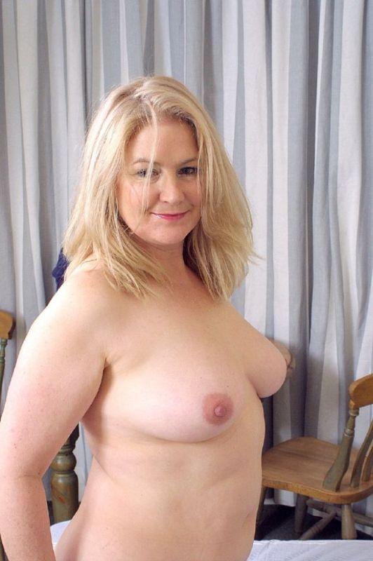 Mature women and grannies. Gallery - 326. Photo - 15