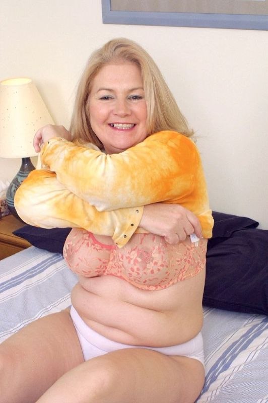 Mature women and grannies. Gallery - 326. Photo - 4