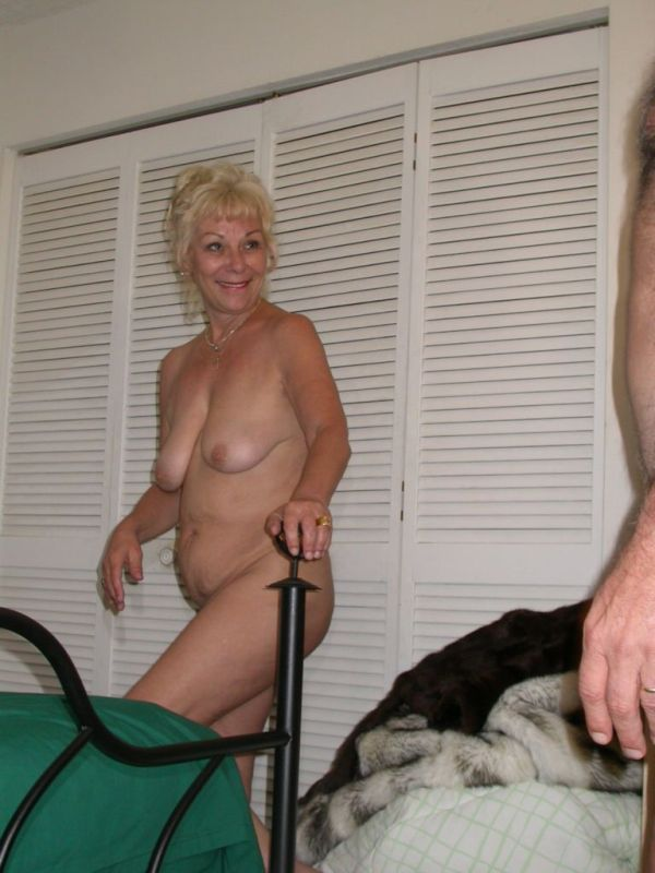 Mature women and grannies. Gallery - 327. Photo - 2