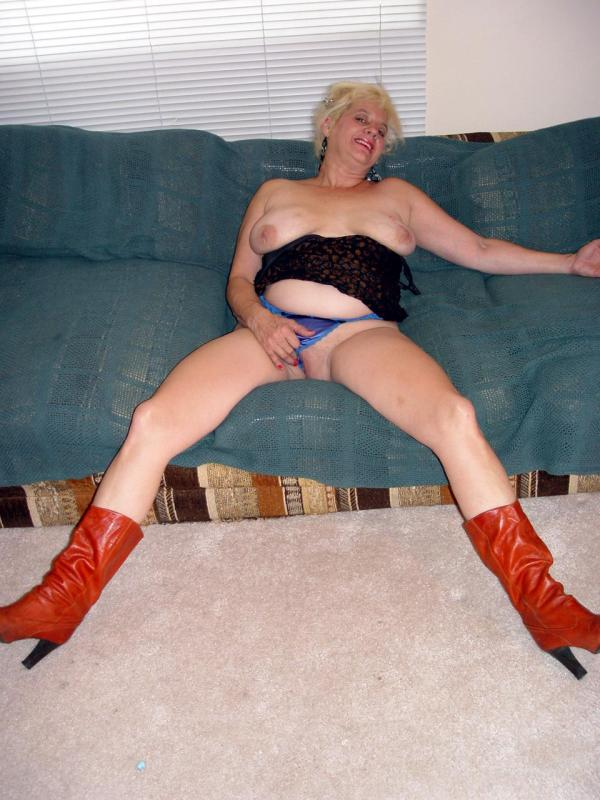 Mature women and grannies. Gallery - 329. Photo - 1