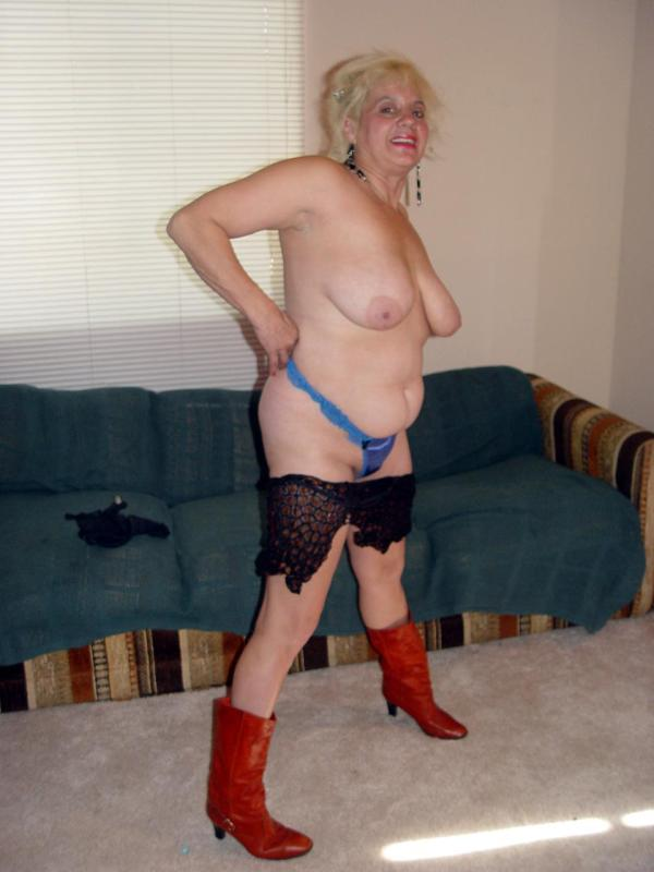 Mature women and grannies. Gallery - 329. Photo - 9