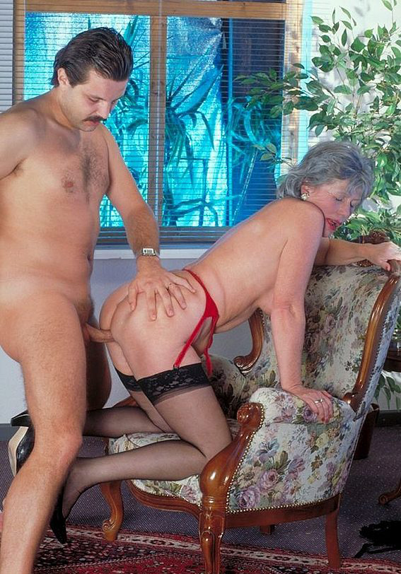 Mature women and grannies. Gallery - 330. Photo - 11