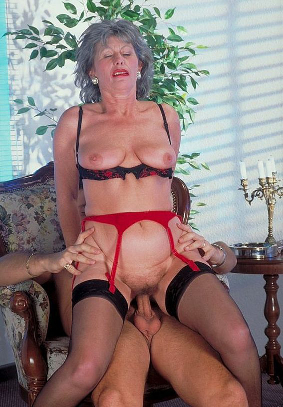 Mature women and grannies. Gallery - 330. Photo - 8