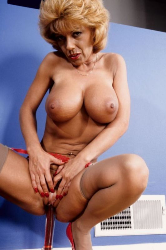 Mature women and grannies. Gallery - 333. Photo - 13