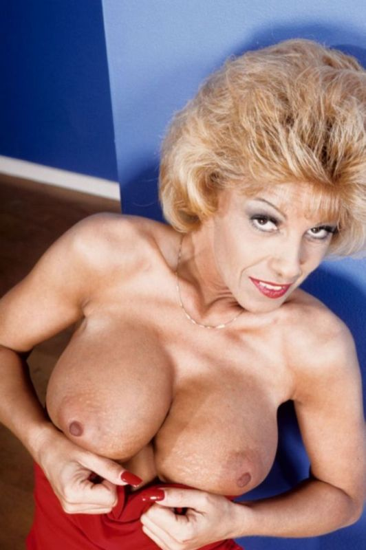 Mature women and grannies. Gallery - 333. Photo - 3