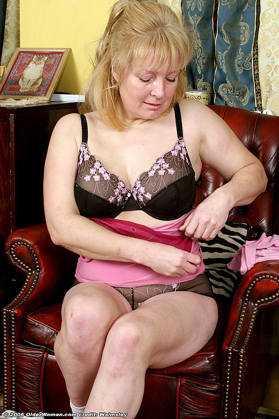Mature women and grannies. Gallery - 334. Photo - 10