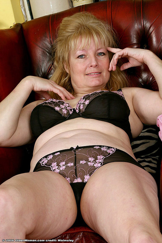 Mature women and grannies. Gallery - 334. Photo - 12