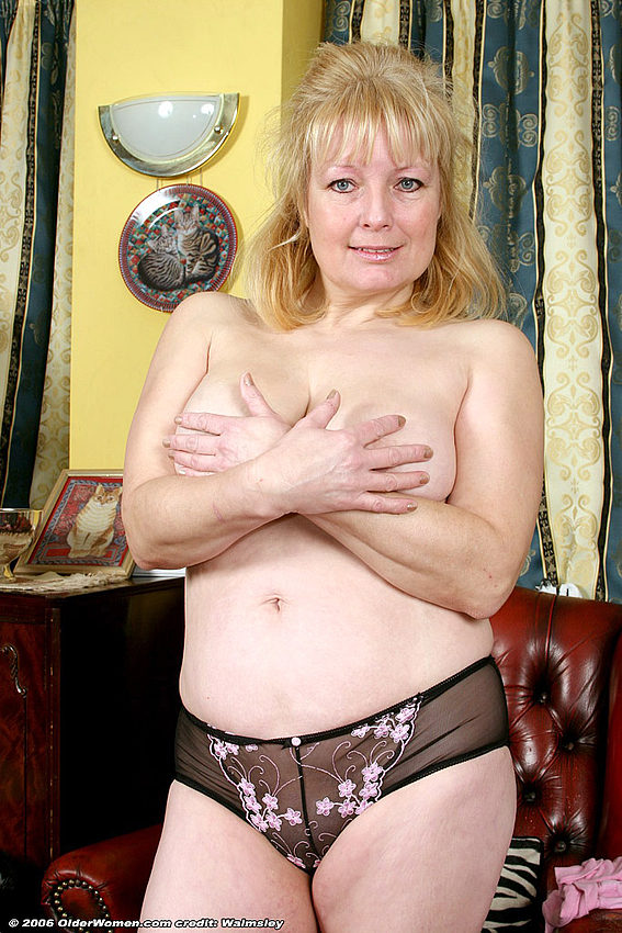 Mature women and grannies. Gallery - 334. Photo - 14