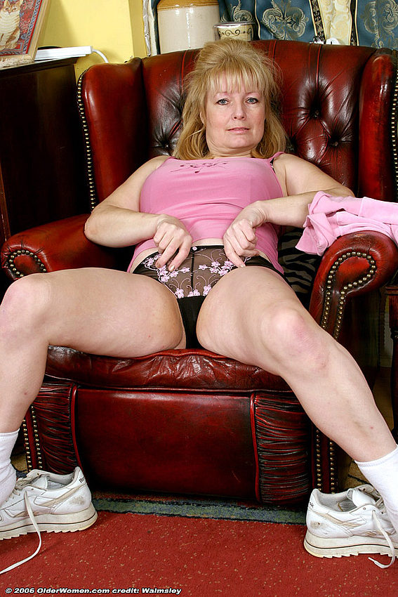 Mature women and grannies. Gallery - 334. Photo - 9