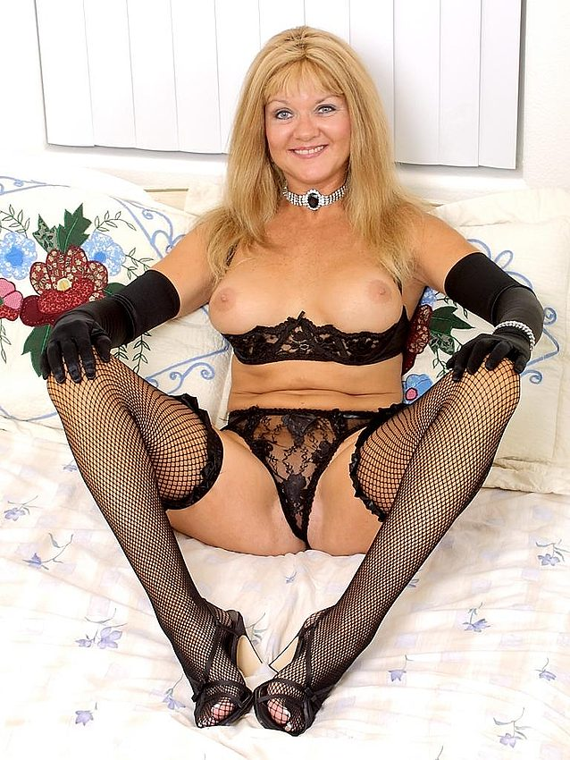 Mature women and grannies. Gallery - 336. Photo - 1