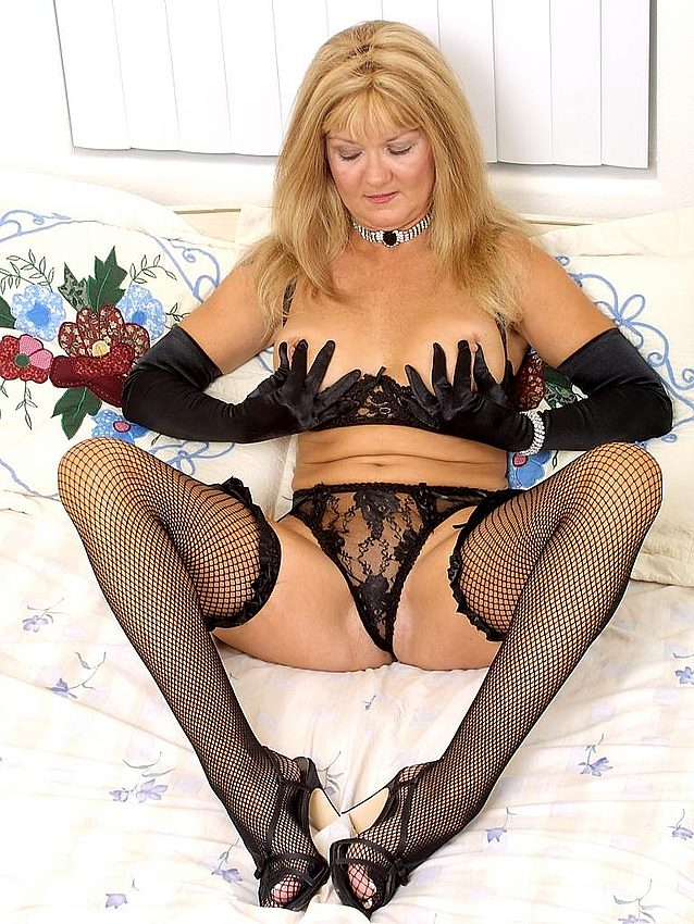 Mature women and grannies. Gallery - 336. Photo - 2