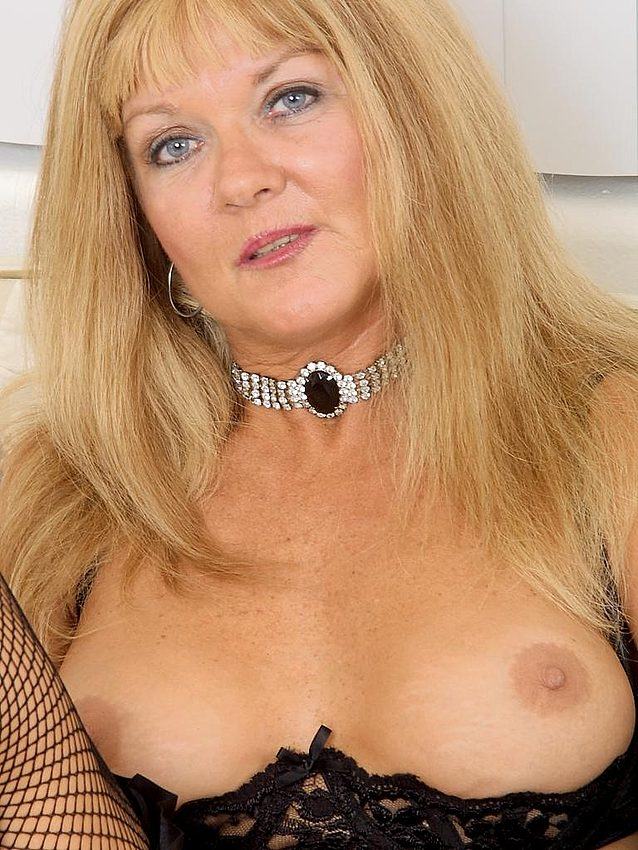 Mature women and grannies. Gallery - 336. Photo - 9