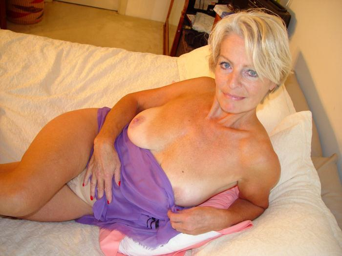 Mature women and grannies. Gallery - 338. Photo - 1