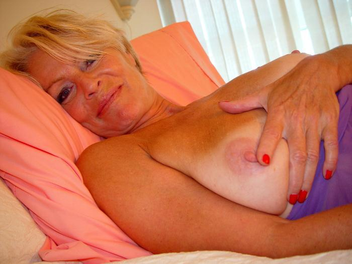 Mature women and grannies. Gallery - 338. Photo - 12