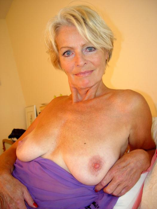 Mature women and grannies. Gallery - 338. Photo - 2