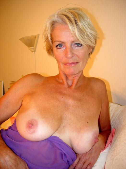 Mature women and grannies. Gallery - 338. Photo - 3
