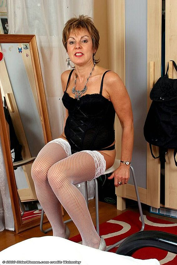 Mature women and grannies. Gallery - 342. Photo - 3