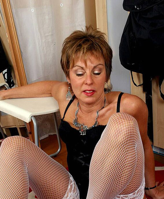 Mature women and grannies. Gallery - 342. Photo - 8