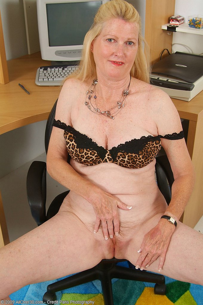 Mature women and grannies. Gallery - 343. Photo - 10