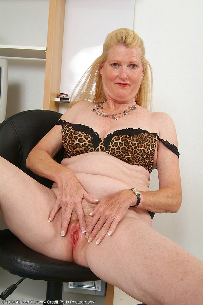 Mature women and grannies. Gallery - 343. Photo - 12