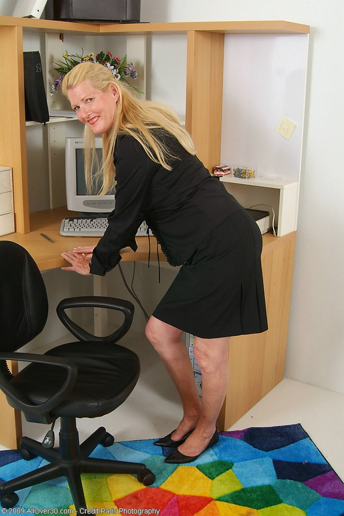 Mature women and grannies. Gallery - 343. Photo - 2