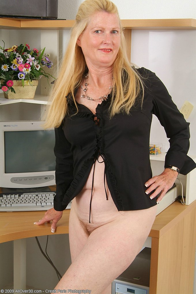Mature women and grannies. Gallery - 343. Photo - 4