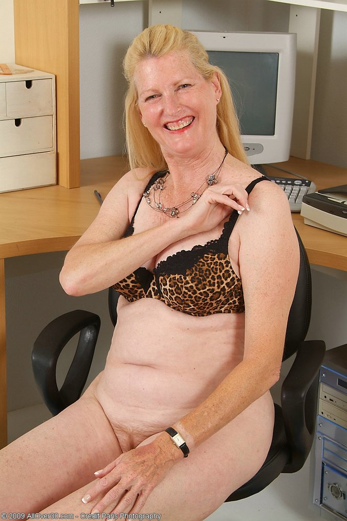 Mature women and grannies. Gallery - 343. Photo - 7