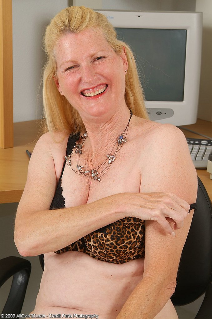 Mature women and grannies. Gallery - 343. Photo - 8