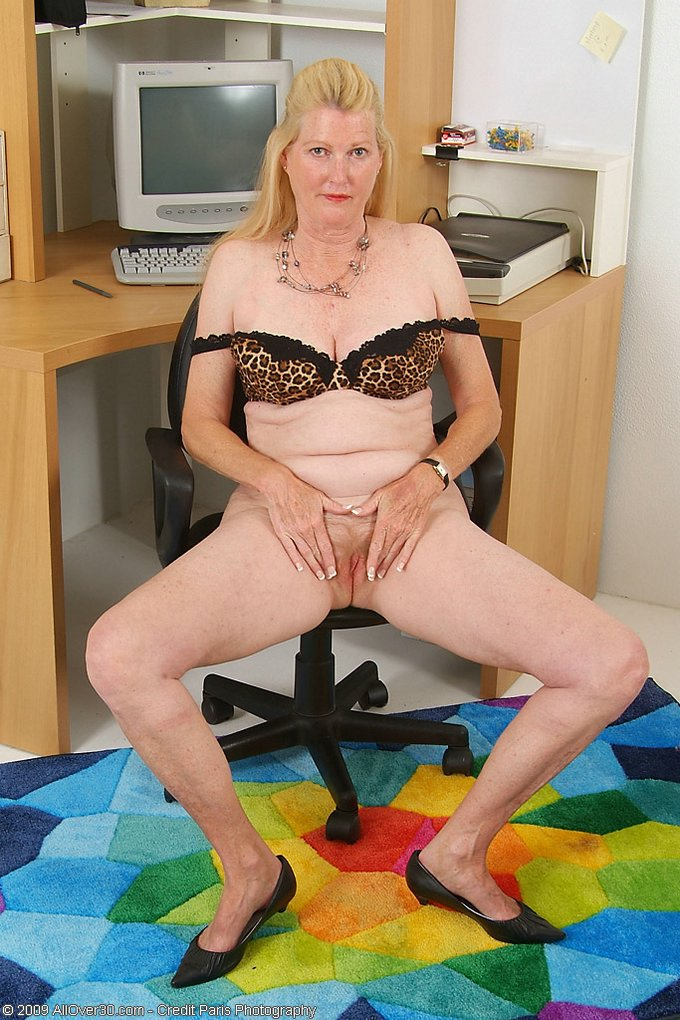 Mature women and grannies. Gallery - 343. Photo - 9