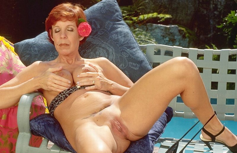 Mature women and grannies. Gallery - 345. Photo - 11