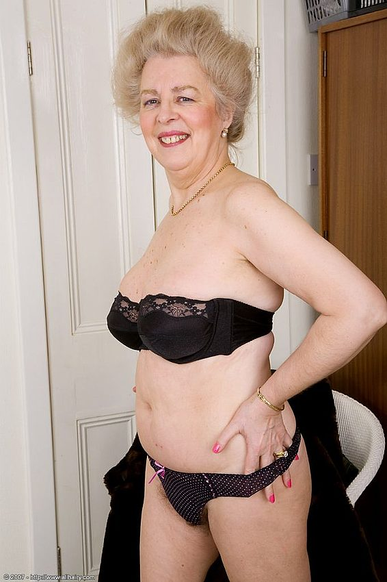 Mature women and grannies. Gallery - 348. Photo - 11