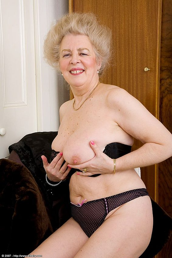 Mature women and grannies. Gallery - 348. Photo - 12