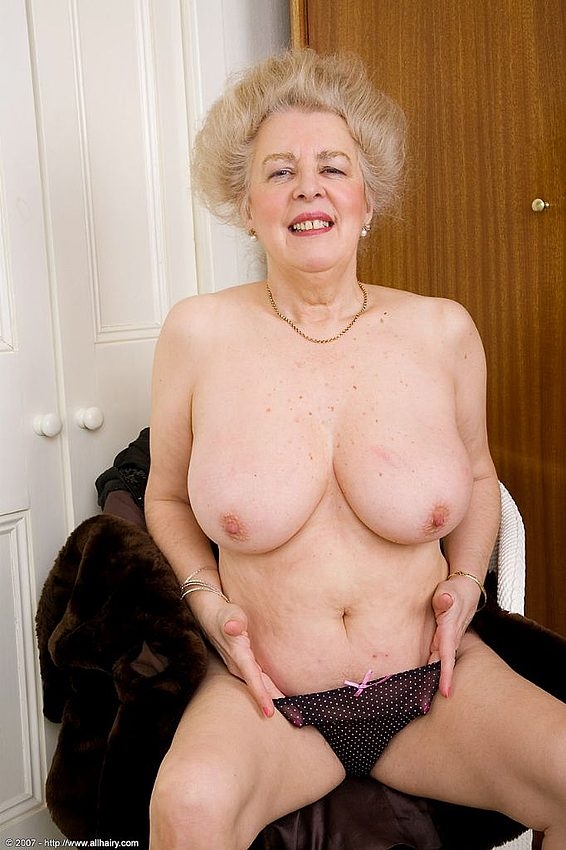Mature women and grannies. Gallery - 348. Photo - 13