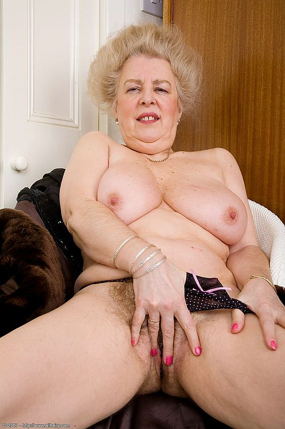 Mature women and grannies. Gallery - 348. Photo - 14