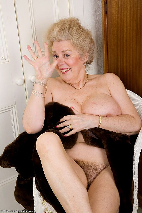 Mature women and grannies. Gallery - 348. Photo - 15