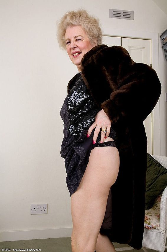 Mature women and grannies. Gallery - 348. Photo - 3