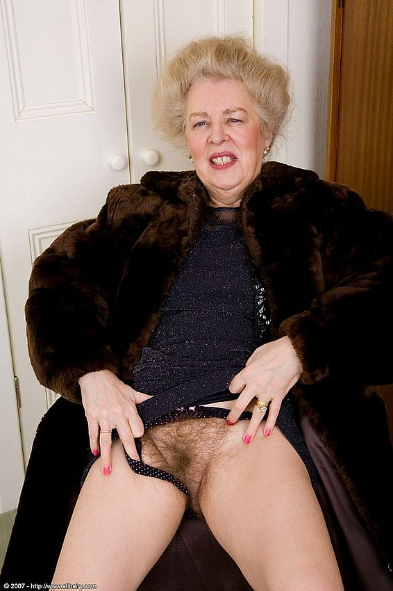 Mature women and grannies. Gallery - 348. Photo - 5