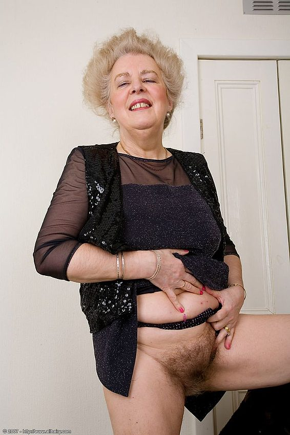 Mature women and grannies. Gallery - 348. Photo - 7