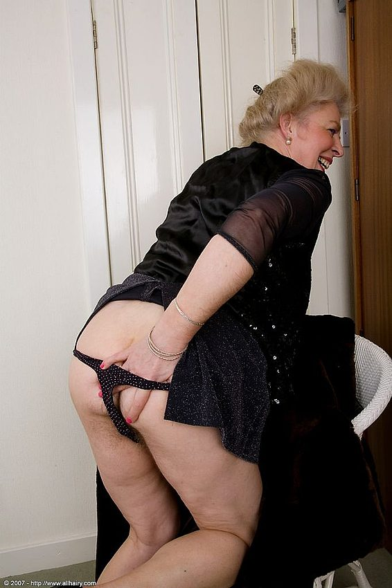 Mature women and grannies. Gallery - 348. Photo - 8