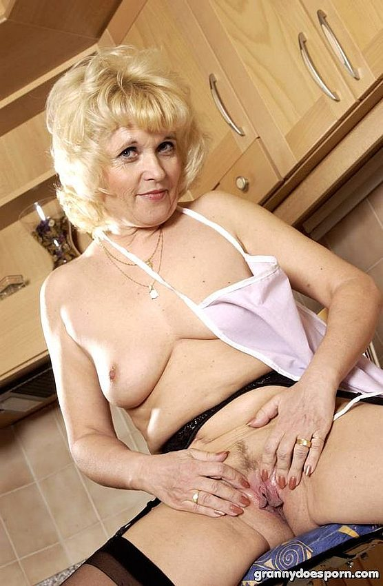 Mature women and grannies. Gallery - 350. Photo - 11