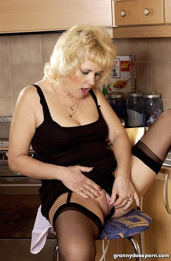 Mature women and grannies. Gallery - 350. Photo - 4