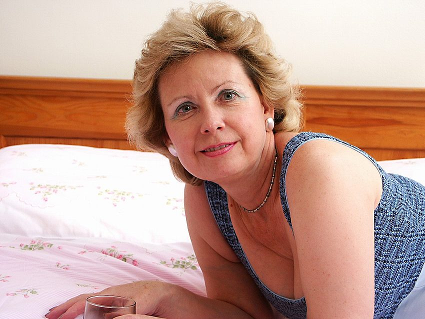 Mature women and grannies. Gallery - 351. Photo - 1