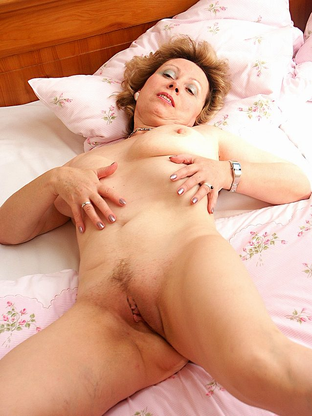 Mature women and grannies. Gallery - 351. Photo - 15