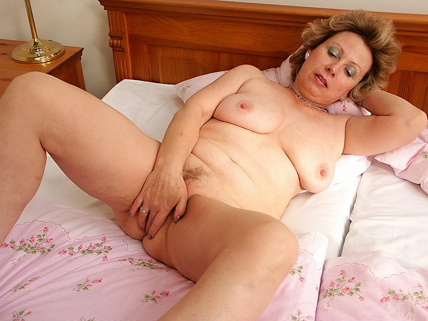 Mature women and grannies. Gallery - 351. Photo - 16