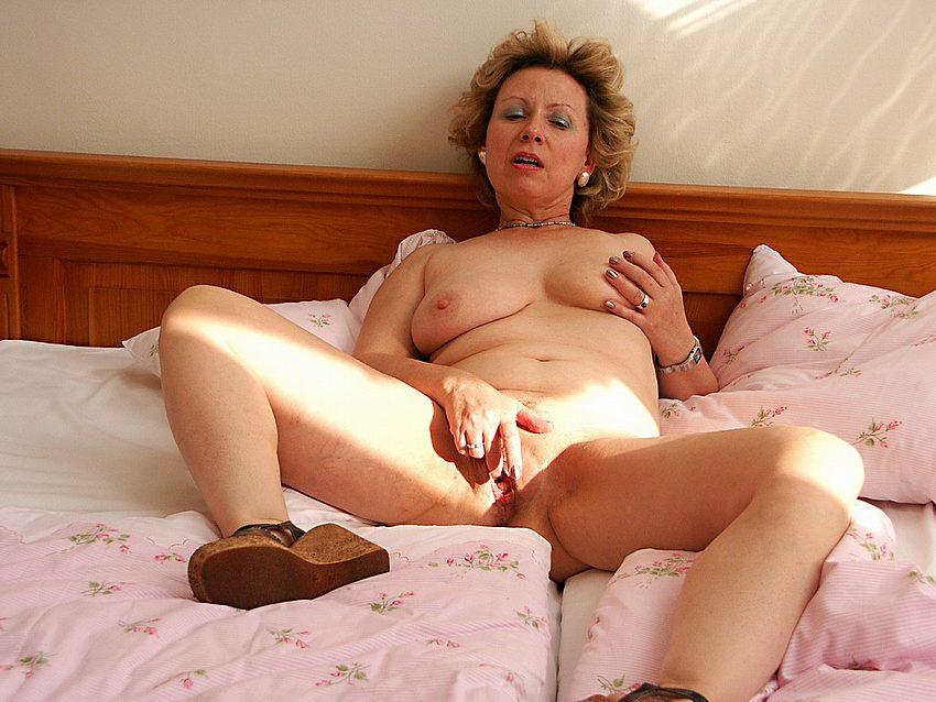 Grandma caught masturbating porn pics