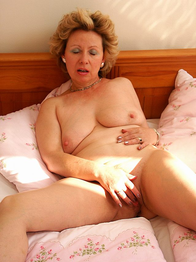 Mature women and grannies. Gallery - 351. Photo - 18