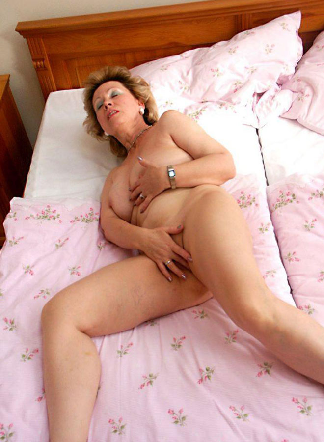 Mature women and grannies. Gallery - 351. Photo - 19