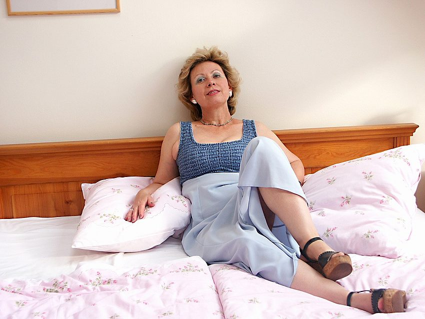 Mature women and grannies. Gallery - 351. Photo - 2